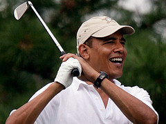 Obama plays golf
