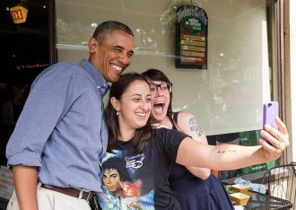 Obama selfie girls