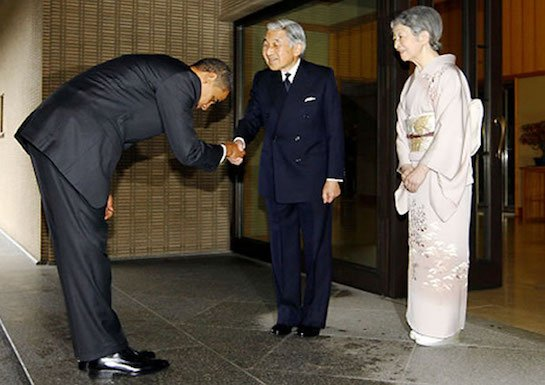obama-bows-to-japanese-emperor